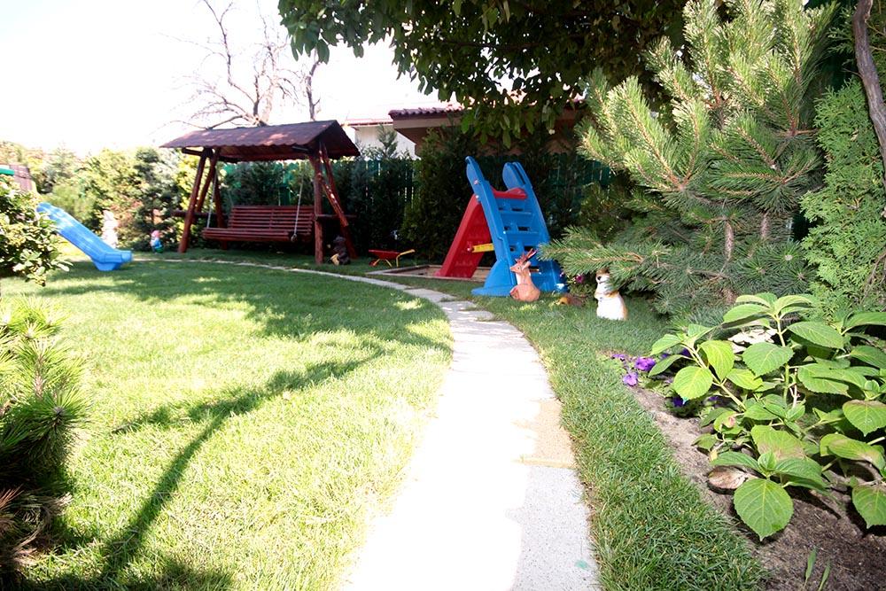 Grădinița Căsuța din pădure • exterior