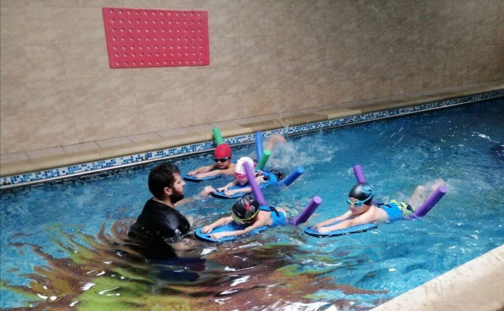 Grădinița Căsuța din pădure • activități înot la Ondina